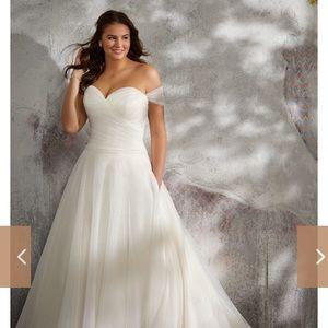 Brand new morilee wedding dress